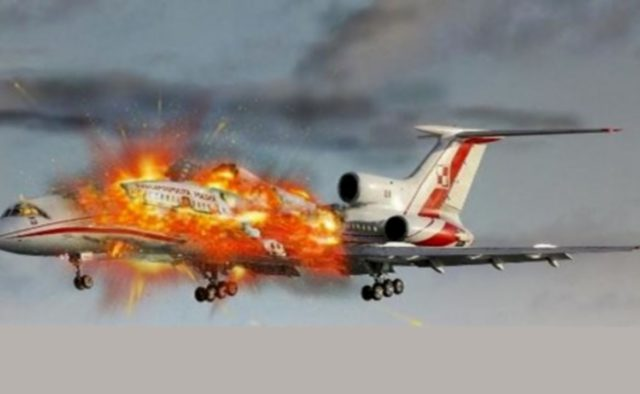 В Калифорнии самолет упал на автостоянку: есть погибшие
