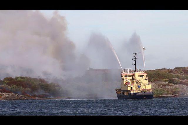 «Десятки сгоревших домов»: пожар на острове в Швеции, местных эвакуируют
