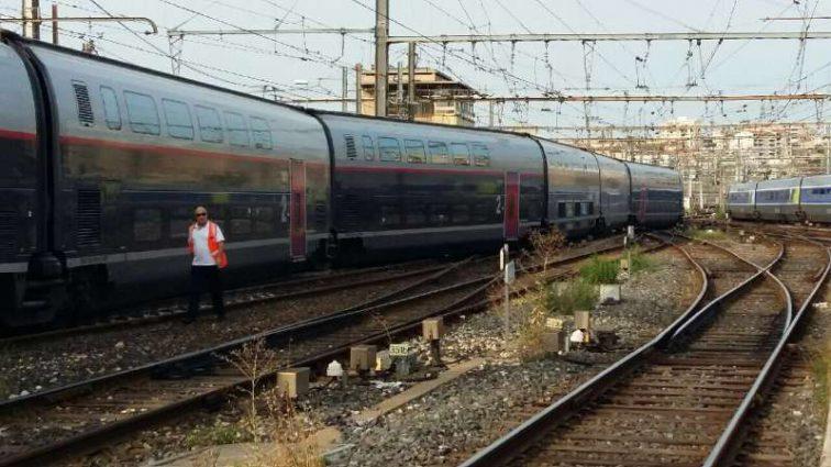 Во Франции с рельс сошел пассажирский поезд