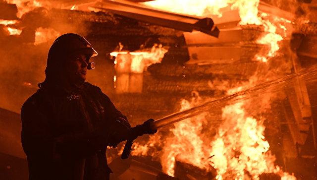 «Врачи борются заих жизни»: На Урале шестеро детей пострадали при пожаре в частном доме