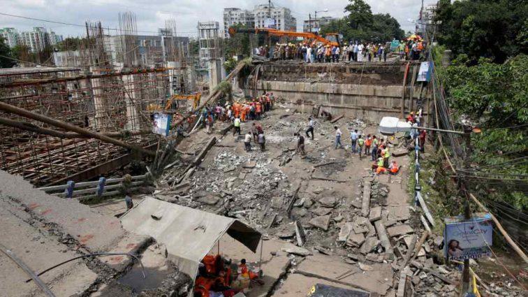 В Индии недавно отремонтированный мост рухнул, погибли люди