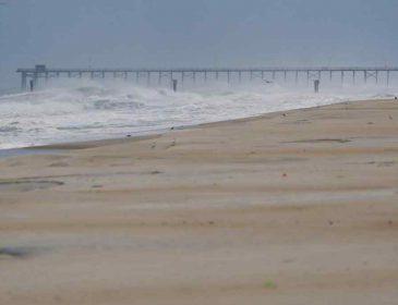 Из-за урагана «Флоренс» в США телеведущим пришлось спасаться от стихии в прямом эфире