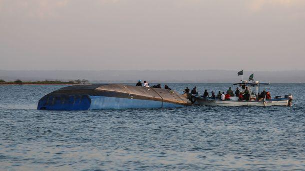Количество жертв при крушении парома в Танзании выросло