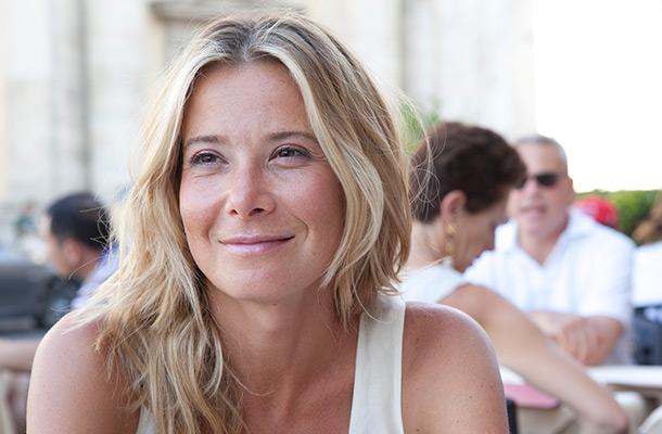«А вы говорите, что старая!»: 45-летняя Юлия Высоцкая не постыдилась показать ноги