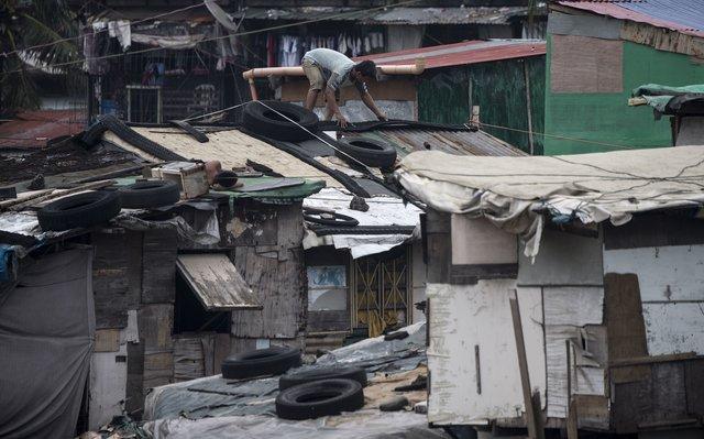 В сети появились перые кадры страшного тайфуна «Мангхут», который обрушился на Филиппины