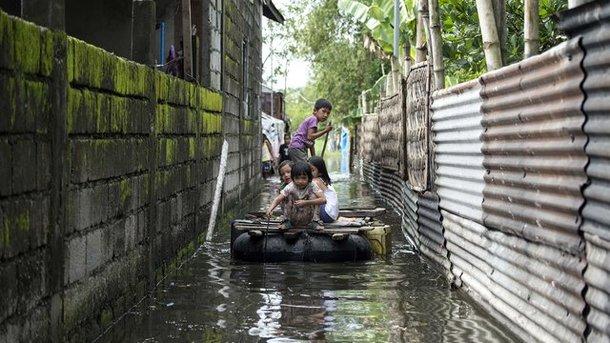 Мощный тайфун на Филиппинах забрал уже 65 жизней