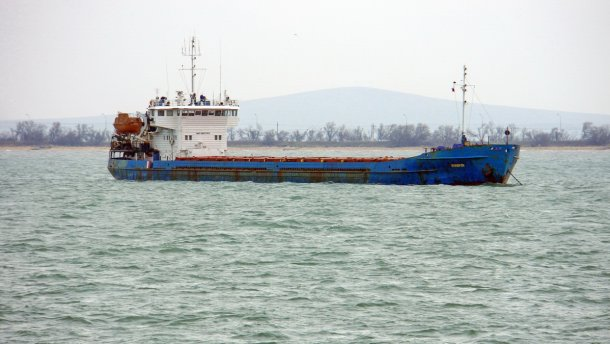 Шторм в Керченском проливе потопил судно с людьми: подробности инцидента