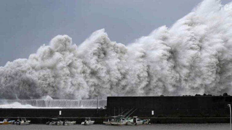Тайфун «Джеби» уносит еще больше жизней в Японии