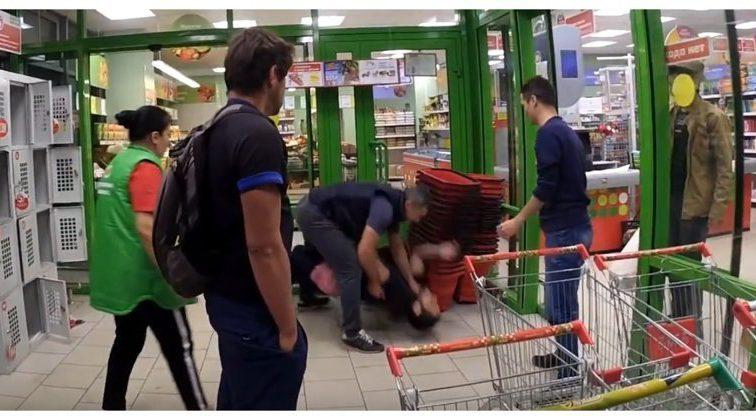 Житель Пермского края устроил стрельбу в супермаркете из-за женщины: узнайте подробности
