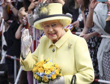 У британской королевы Елизаветы ІІ нашли искусственную руку