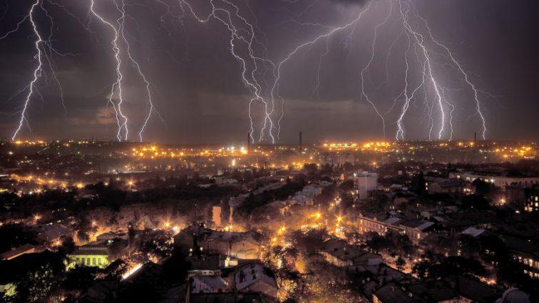 Природный феномен: ученые зафиксировали более 100 тысяч ударов молний
