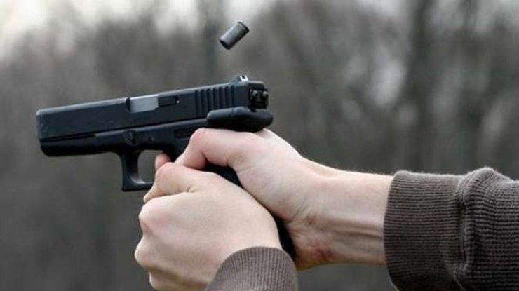 В Петербурге мужчина открыл газ в квартире и начал стрелять из окна
