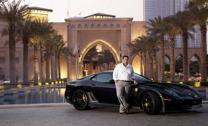 Скупой миллионер притворился бедняком перед супругой и погорел