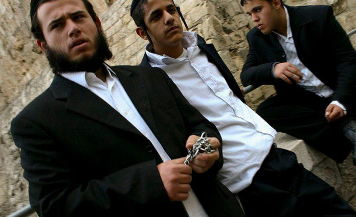 Религиозные евреи жестоко избили 16-летнюю школьницу за неподобающий вид