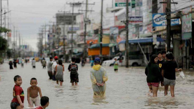 Из-за массового наводнения в Таиланде объявили режим ЧП