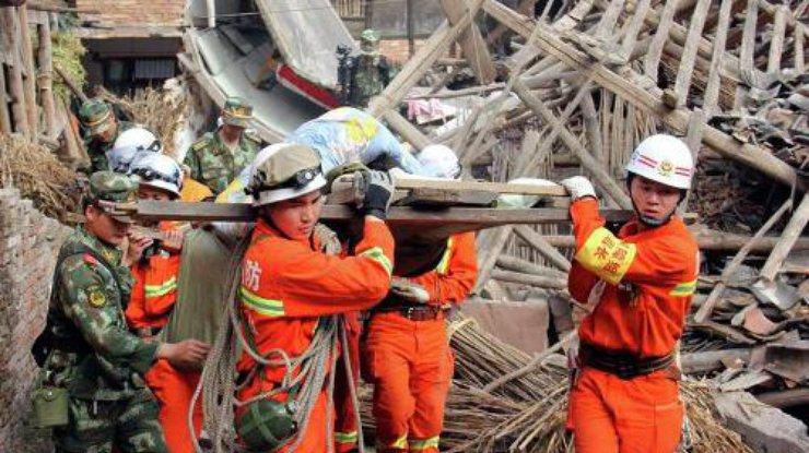 В Китае 4 людей серьезно пострадали от сильного землетрясения