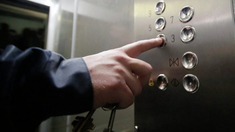 «Лопнул один из тросов»: С 95 этажа сорвался лифт с пассажирами
