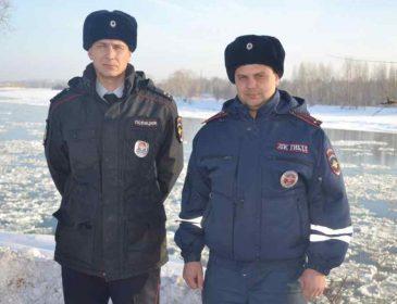 В России сотрудники «Госавтоинспекции» потушили пожар снежками