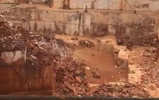 В Португалии в результате обвала дороги погибли люди