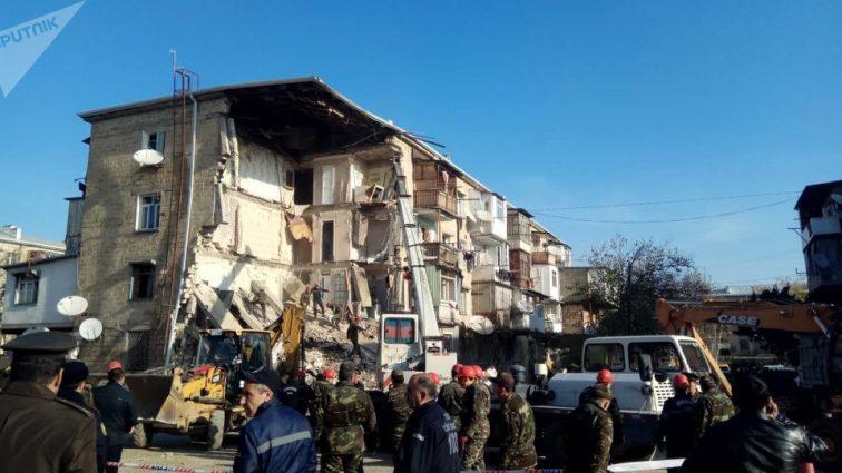 Люди остаются под завалами: Жилой дом обрушился после взрыва в Азербайджане