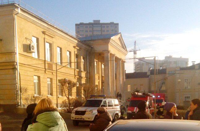 В России загорелась областная больница: сотни людей эвакуированы