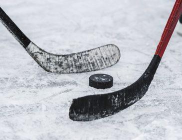 «Еще в пятницу играл и ничто не предвещало беды»: 21-летний хоккеист умер после матча