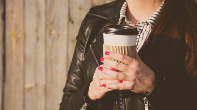 Жителей российской столицы могут начать штрафовать за проезд с кофе в метро