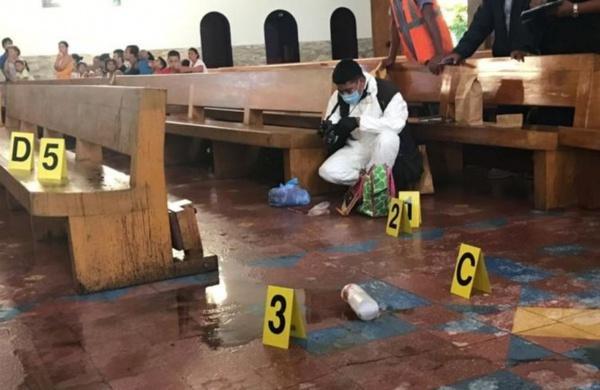«Во время исповеди»: Женщина облила священника кислотой