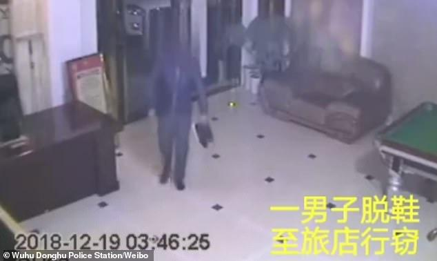 В Китае вор попался из-за сильного запаха от ног