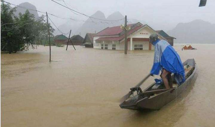 Наводнение во Вьетнаме забрало жизни уже 14 человек, число может вырасти
