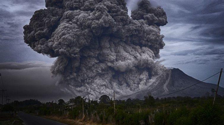 В Индонезии произошло мощное извержение вулкана