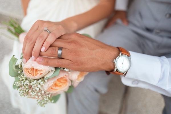 «Ждал этого с нетерпением»: Смертельно больной мужчина устроил помолвку с любимой на больничной койке