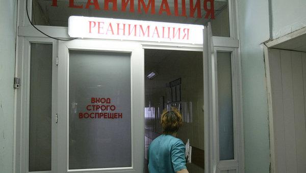 В реанимации без сознания: В России 9-летняя девочка упала в яму с кипятком напротив больницы