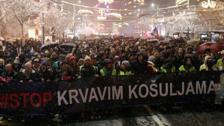 Эпидемия «желтых жилетов»: в Сербии демонстранты обвиняют главу государства в создании «атмосферы страха»
