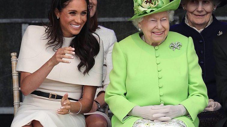 «Лед тронулся»: Елизавета II нарушила рождественские обычаи из-за Меган Маркл