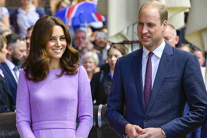 «Моя жена замаскировалась под рождественскую елку»: принц Уильям подшутил над Кейт во время официального мероприятия