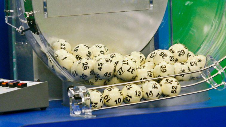 «Счастливого Нового Года!»: пенсионер выиграл 5 миллионов в лотерею