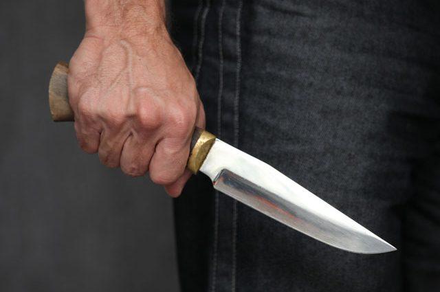 Подрезал ее по глазах у дочери: во Франции задержали мужчину, напавшего на людей с ножом
