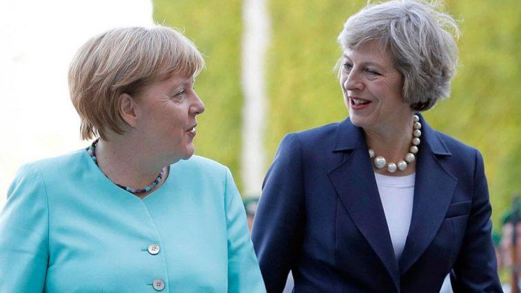 «Опозорилась перед Меркель»: Тереза Мэй попала в очень неприятную ситуацию в Берлине