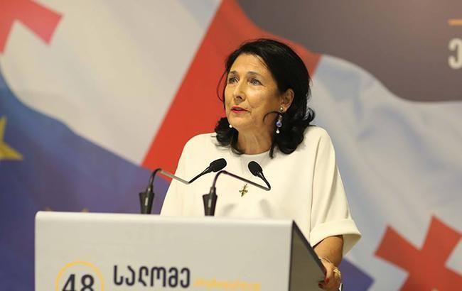 «Теперь официально!»: Грузия получила президента-женщину. Зурабишвили принесла клятву