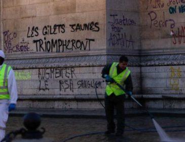 «Желтые жилеты» в Париже ворвались в министерство