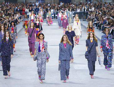 Показ Chanel на Неделе высокой моды в Париже удивил модников: неожиданные тренды