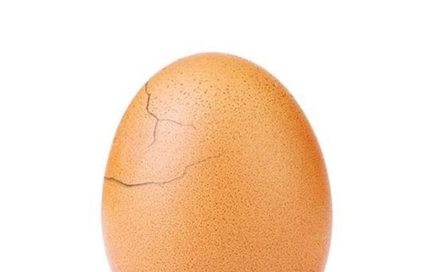 Фото куриного яйца в Instagram продолжает набирать популярность и трескаться