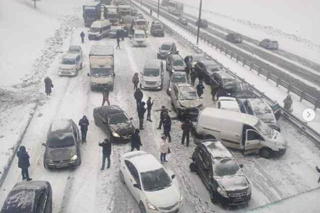 В столице желтый уровень опасности: Под Москвой из-за непогоды столкнулись полсотни авто