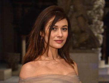 Словно принцесса: Ольга Куриленко в цветочном полупрозрачном платье очаровала пользователей Сети