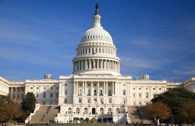 «Но cегодня же пятница»: охрана не пустила в Капитолий конгрессмена-новичка с упаковкой пива