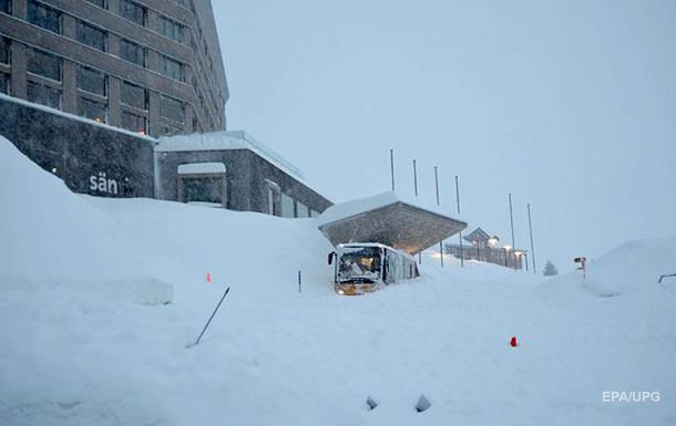 В Швейцарии снежная лавина сошла на отель: проводится спасательная операция, есть пострадавшие