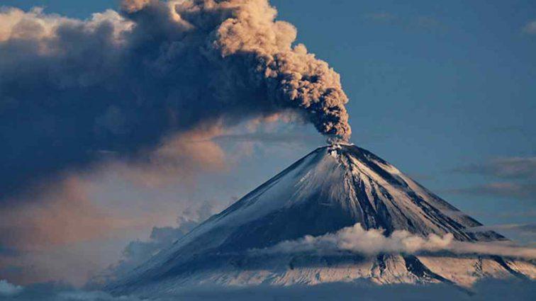 В Японии на острове Кутиноэрабу произошло извержение вулкана