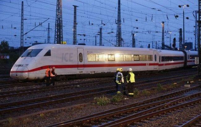 «Жизни 240 человек оказались под угрозой»: В Швейцарии сошел с рельсов пассажирский поезд