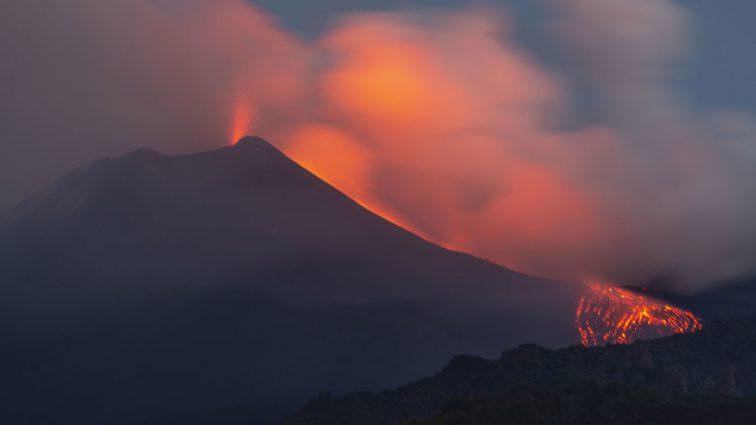 «Второй раз за два месяца»: На Сицилии проснулся крупнейший действующий вулкан Европы